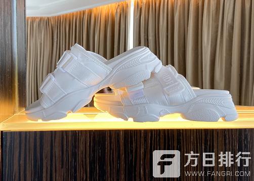 新拖鞋有异味怎么快速去除 塑料拖鞋味道很重能穿吗