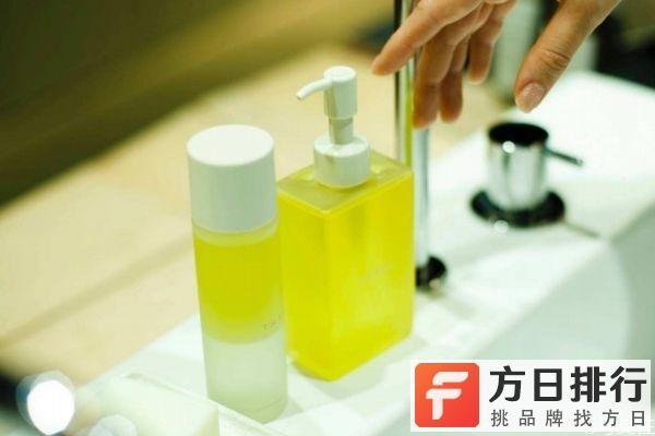 卸妆油用完还需要用洗面奶吗 卸妆油需要用卸妆棉吗