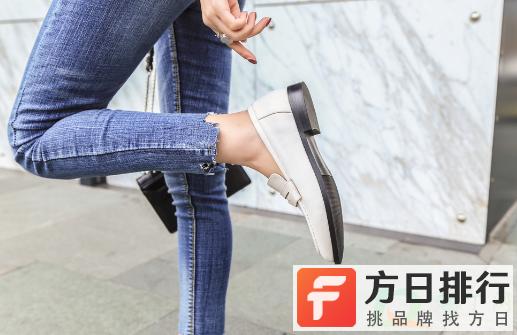 小皮鞋穿着一直掉跟怎么办 皮鞋码子合适但穿着掉跟是质量问题吗