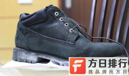 皮鞋霉点刷不掉怎么办 白色皮鞋上面起了霉斑怎么去除