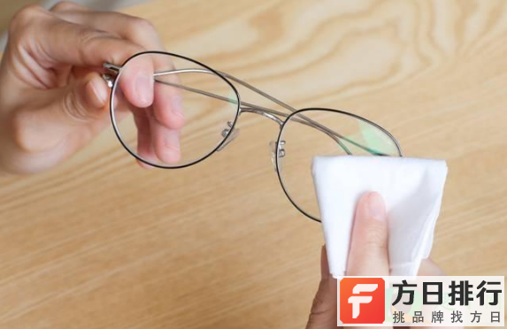 花露水对眼镜片有伤害吗 花露水擦眼镜会影响眼镜度数吗