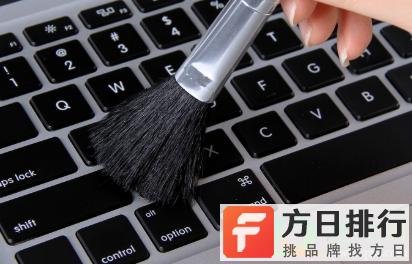 键盘缝隙里很脏怎么清理 用什么洗键盘上的灰尘