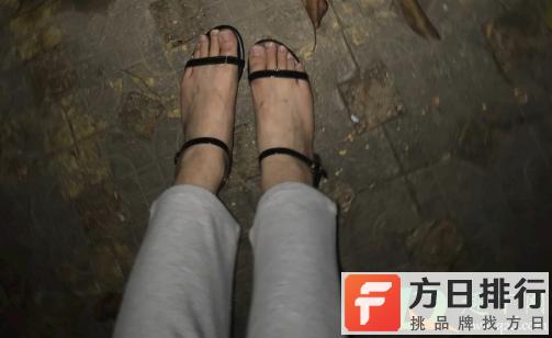 凉鞋前面磨脚怎么处理 凉鞋磨脚怎么办