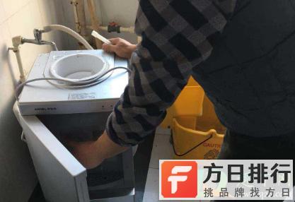 饮水机脏了自己怎么洗 饮水机为什么有黑渣