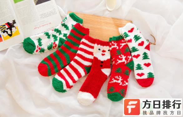 平安夜晚上在床头挂袜子还是圣诞节 平安夜挂袜子还是圣诞节挂袜子