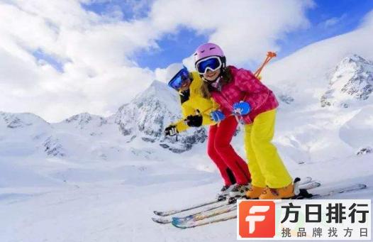 滑雪服里面穿毛衣可以吗 滑雪服里面穿一件卫衣够了吗