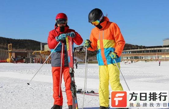 滑雪服是自己准备吗 滑雪服要自己带吗
