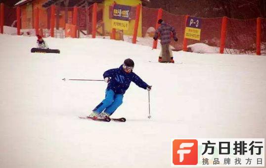 滑雪服里面怎么穿 穿滑雪服里面的衣服要脱吗