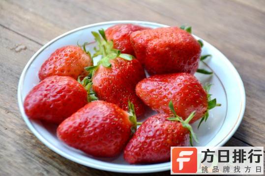 草莓底部白色的能吃吗 草莓底部为什么是白色的