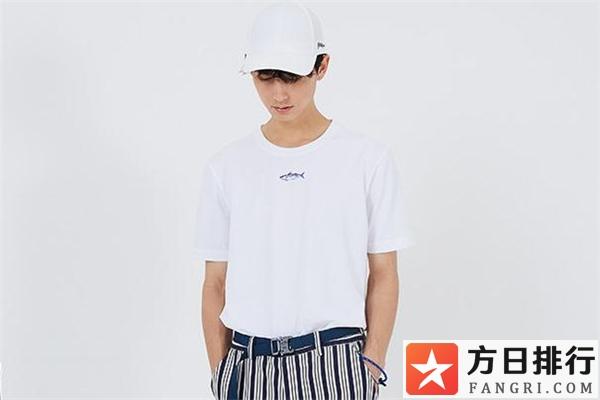 白色短袖怎么搭配帽子 白色短袖配什么帽子好看