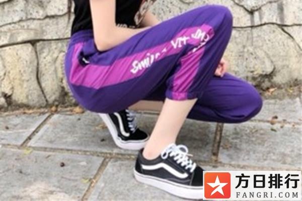 紫色裤子的搭配技巧 紫色裤子搭配什么上衣