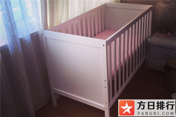 婴儿床买什么材质好 婴儿床买二手的好不好