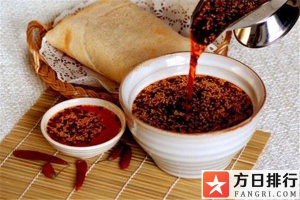 油辣子和辣椒酱的区别 油辣子和辣椒酱哪个适合拌饭