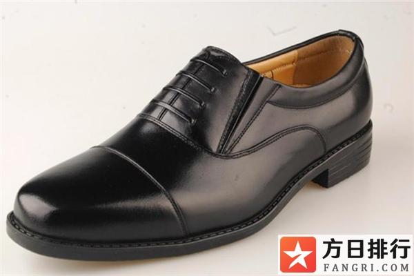 皮鞋穿穿会变大吗 皮鞋是买大一码还是小一码