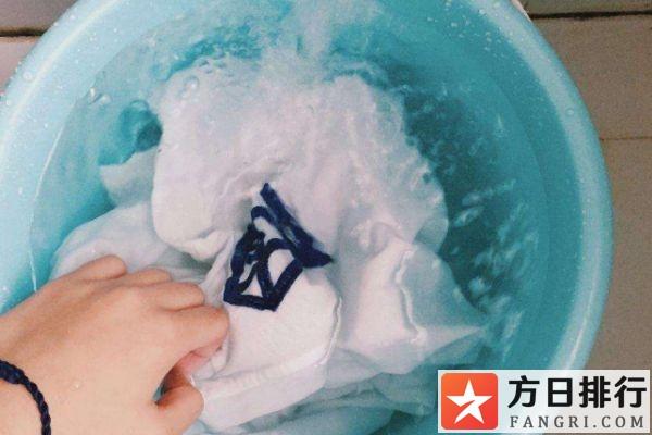 衣服上沾到bb霜怎么办 bb霜弄到衣服上怎么洗