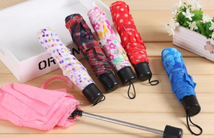 自动折叠伞的杆子为什么收不回来 折叠雨伞的杆子抽出来了怎么修理